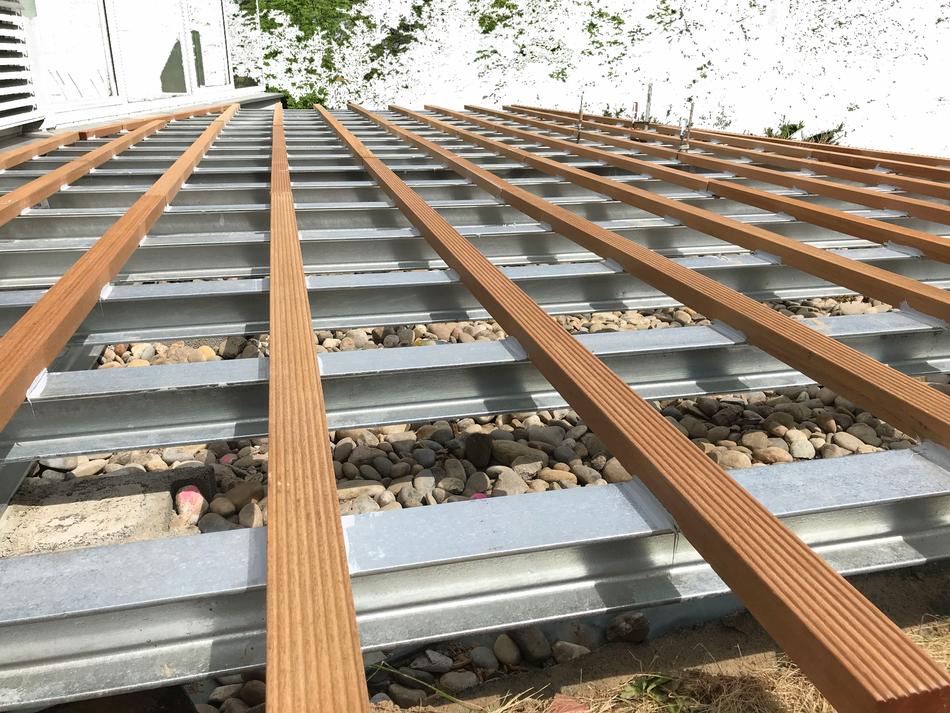 individuelle Sonderkonstruktion Planung Armin Okle  - Metallunterkonstruktion + Holzunterkonstruktion geklebt für erhöhte Terrasse