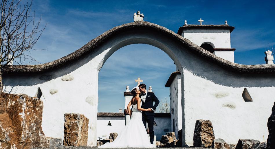 grass#afterwedding #afterweddingshooting #hochzeit #hochzeitsfotograf #brautpaar #brautpaarshooting #osnabrück #oldenburg bremen rheine münster #sony a7II #gettingready #firstlook #reportage #vintagewedding #followme #art #style #instalike