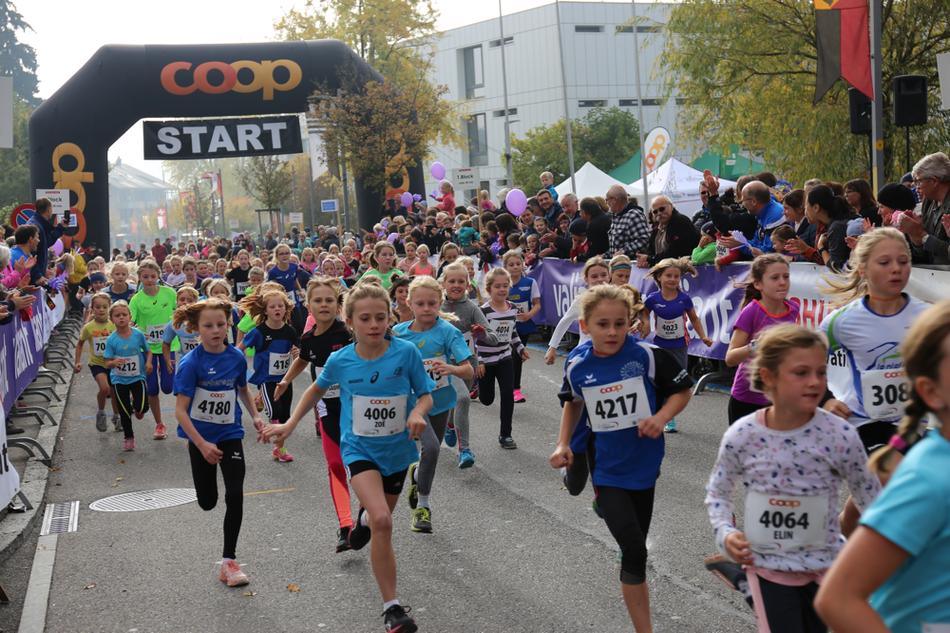 Immer mehr Kinder  gehen auf die Strecke und lieben den Bremgartenlauf