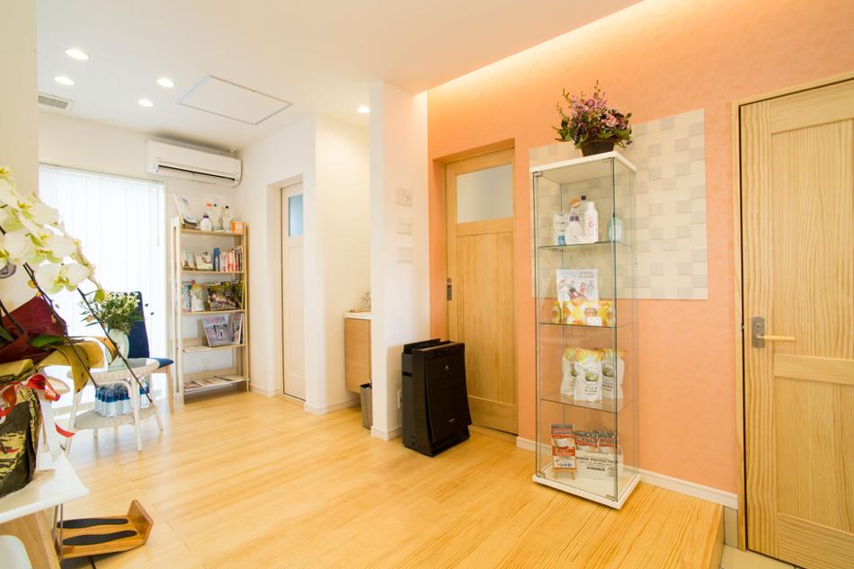 天然白無垢の床材、波動を整えた施術場所を提供しています