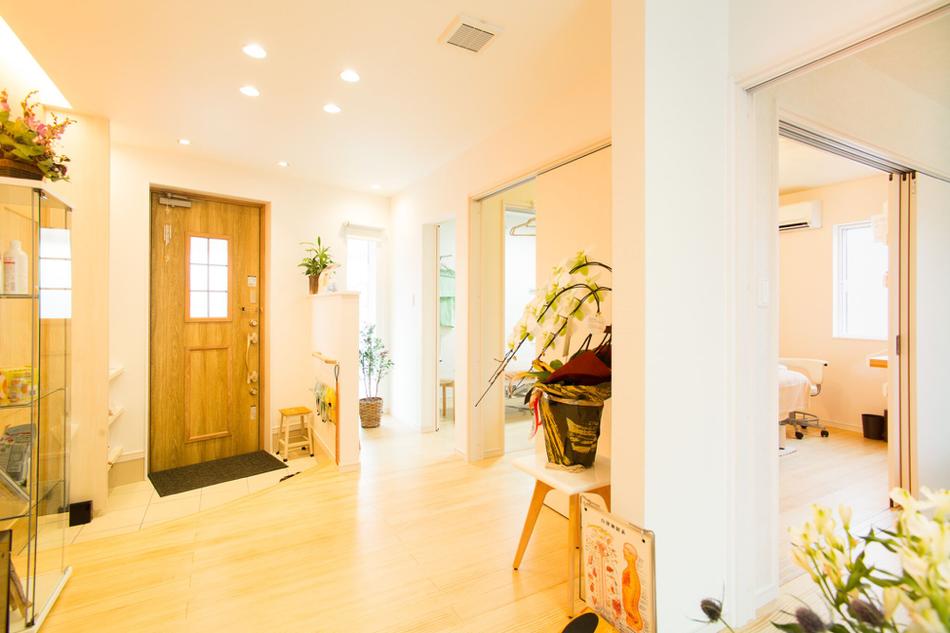 光輝いた施術空間と空調が整った待合室