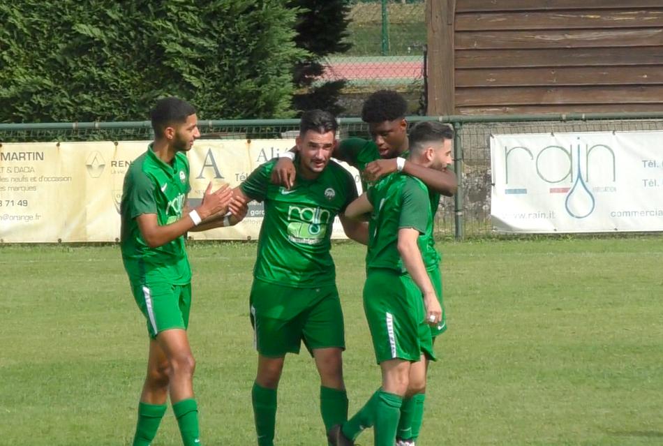Teo Lenguin, au centre, a inscrit le seul but de la rencontre./Photo LB