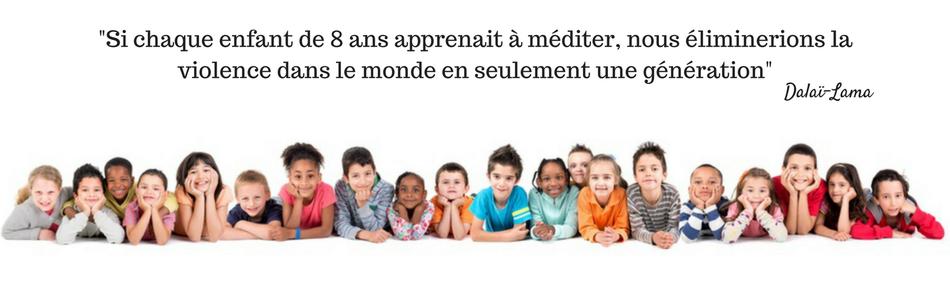 Un groupe d'enfants unis et souriants - Illustre les ateliers philo
