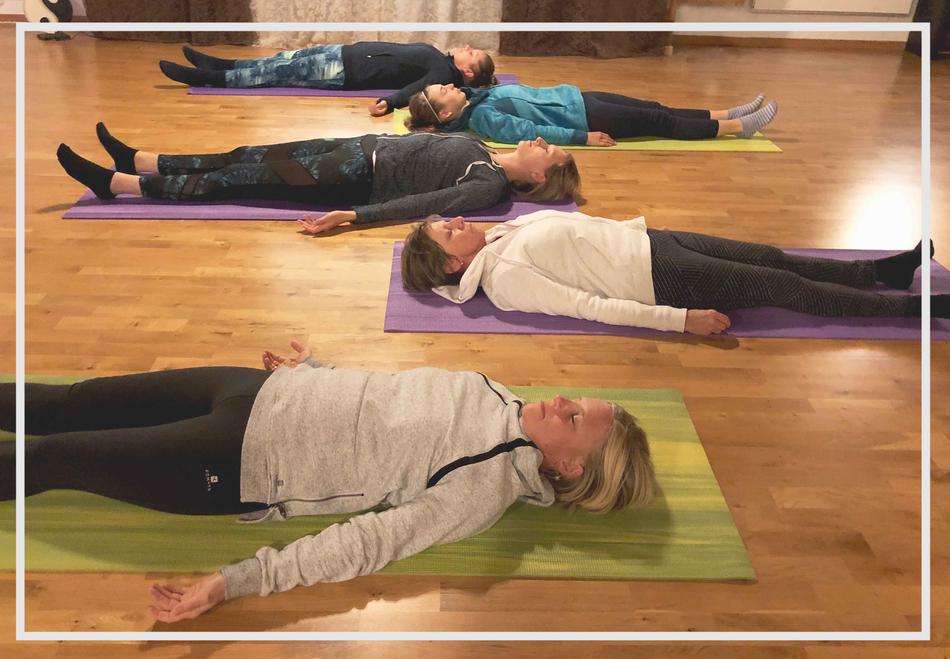 Bild: Meditation_Meditationsgruppe_Stille_Ruhe_Auszeit_Sundry-Yoga_Thun_Gwatt