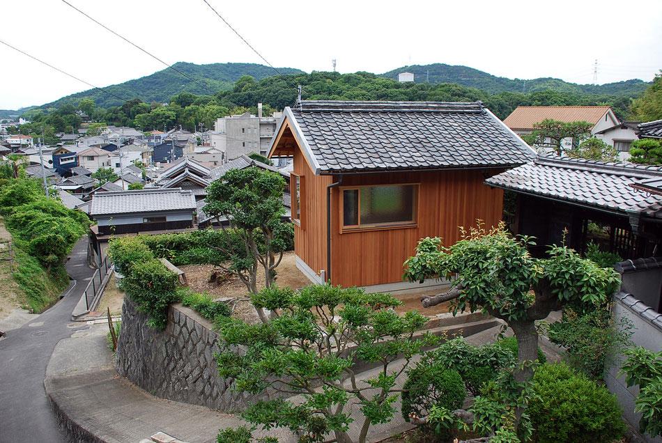 屋根瓦のけらば側押えは棒漆喰。