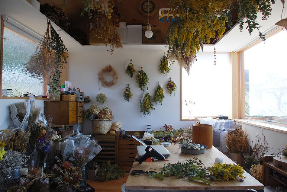 ドライフラワー作家のための、既存納屋をアトリエに改修 岡山の建築家・岡山の建築設計事務所