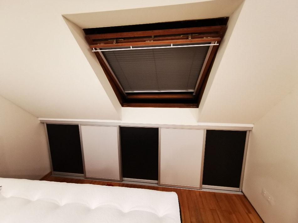 Schiebetürsystem in Dachschräge für zusätzlichen Stauraum
