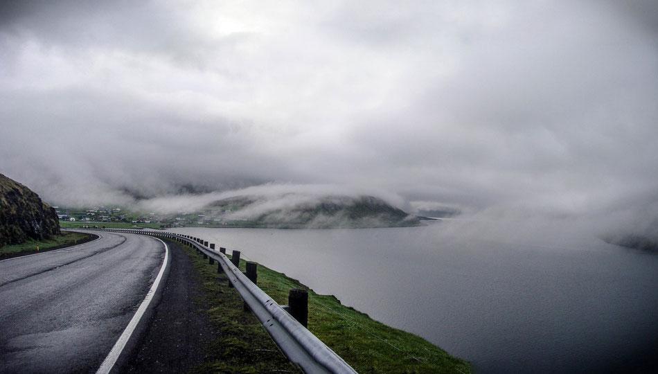 On the way to the north at the main island Streymoy of the Faroe Islands. // Auf dem Weg nach Norden auf der Hauptinsel Strymoy der Färöer Inseln.