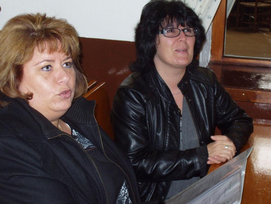 Gerti und Brigitte ganz aufmerksam