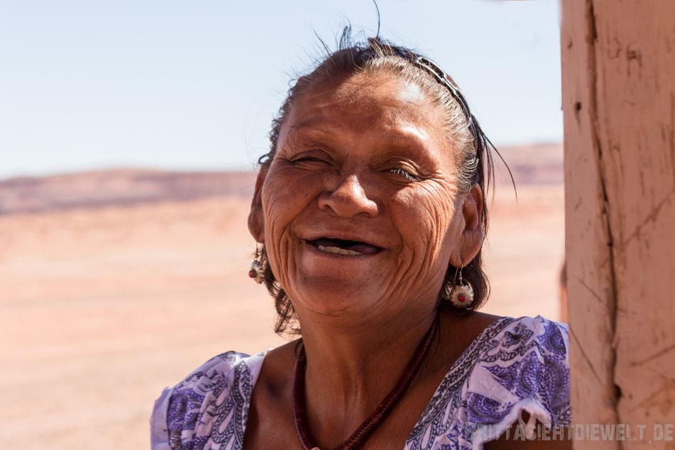 Navajo,indianer,sehenswürdigkeiten,dinosaurier,spuren,tipps,herbst,oktober,usa,südwesten,rundreise,camper,jucy,campervan,arizona