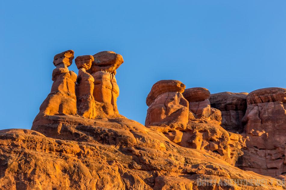 threegossips,three,gossips,balancedrock,balanced,rock,archesnationalpark,utah,usa,sightseeing,trekking,tipps,selbstfahrer,moab