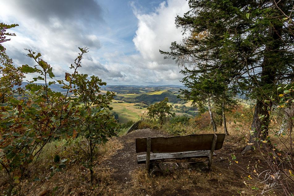 vogelsang, gipfel, felsenblick, ausblick, viewpoint, wandern, bank, sauerland, wanderung, hiking, meschede, schederberge, karte, tipps, infos