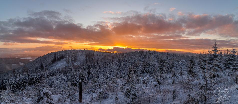 Sauerland, wandern, wanderung, homert, meinkenbracht, winter, schnee, sonnenuntergang, licht, emotionen, panorama, höhenflug