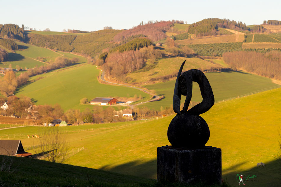 skulptur, erdenklangstraße, wenholthausen, golddorf, route, rundwanderung, wandern, sauerland, wanderung, infos, tipps, karte