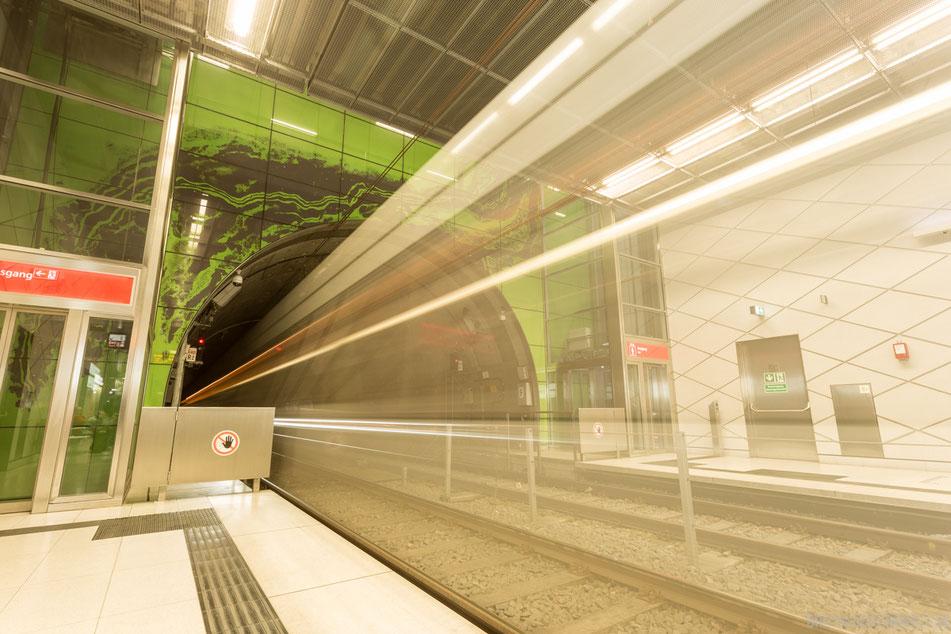 düsseldorf, u-bahn, station, graf-adolf-platz, u-bahnhof, wehrhahnlinie, grün, langzeitbelichtung, fotolocation, regen