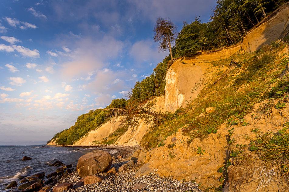 piratenschlucht, rügen, sonnenaufgang, kreideküste, nationalpark jasmund, fotostandorte, fotospots, emotionen, goldenes licht