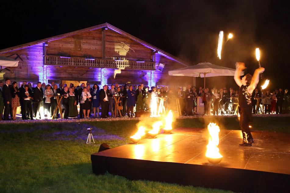 Feuershow neben der Münchner Galopprennbahn