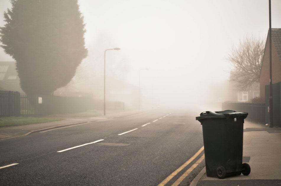 Abfall entsorgen am Tag nach der Party