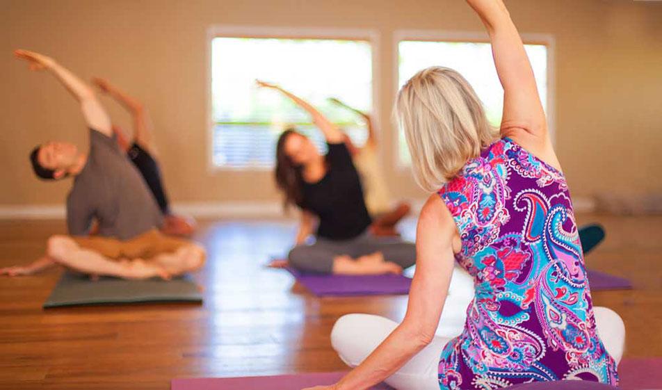 Cours de hatha yoga avancé au centre de yoga traditionnel de tours, sonia djaoui