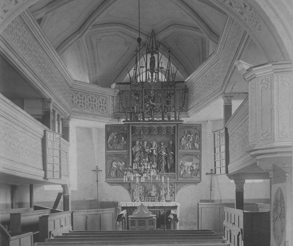 Der Chor mit Altar vor 1905