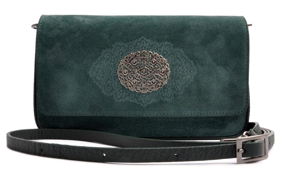 Drindltasche in grün  aus Leder . Crossovertasche . Clutch in grün . Trachtentasche . OSTWALD Traditional Craft