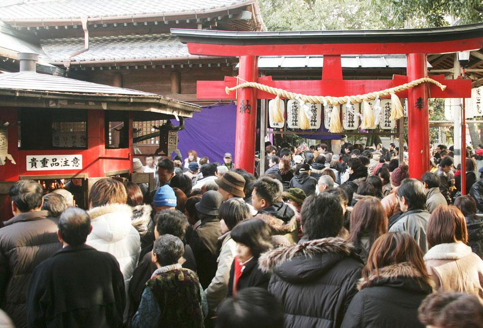 年間200万人以上の参拝者が訪れる。 海津市商工観光課提供