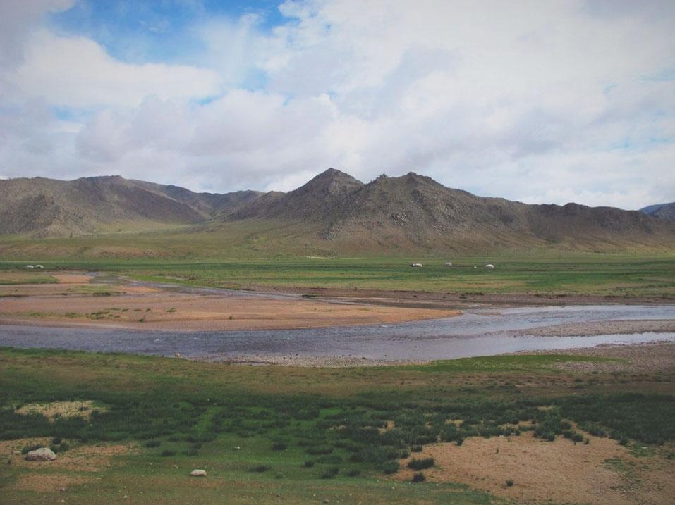 bigousteppes mongolie camion route lac steppes montagne