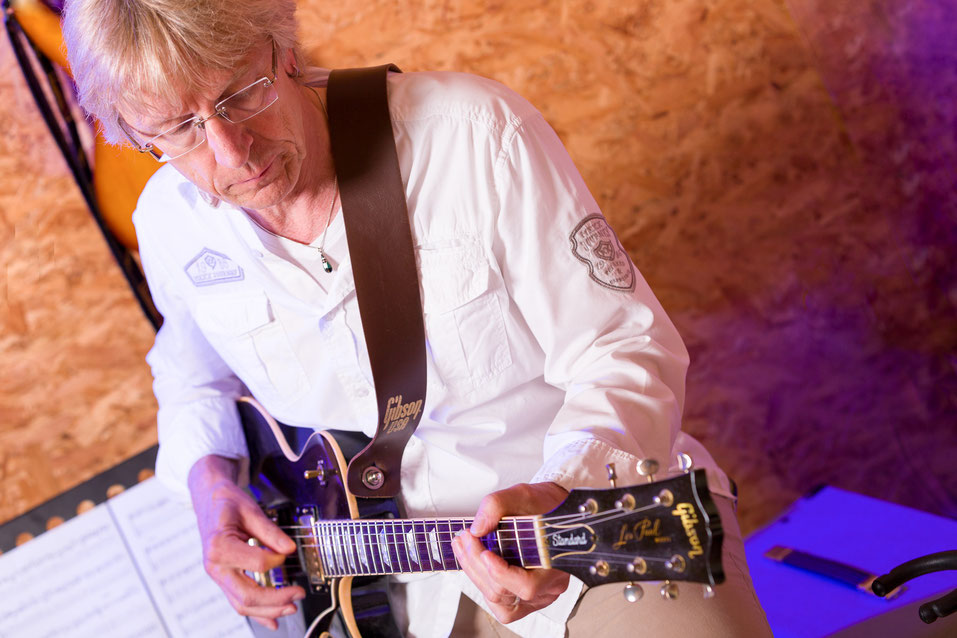 Ullis Studio Hamburg Gitarrenunterricht Akustikgitarre