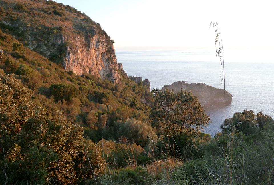 Cilento - Marina di Camerota - die einsamen Buchten der Infreschi Kueste - im Frühjahr und Herbst ist es dort am besten zu wandern und zu baden.