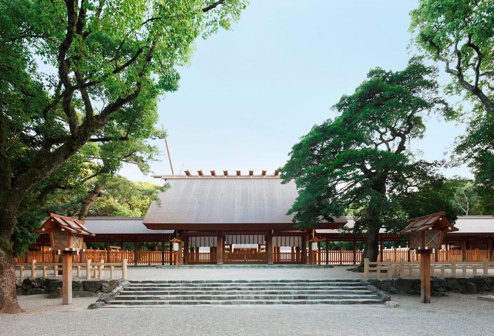 平成25年に創祀1900年を迎え、修造された本宮。