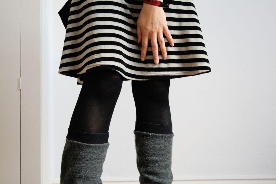 https://image.jimcdn.com/app/cms/image/transf/dimension=960x10000:format=jpg/path/se3e1f0ac8bfeee0b/image/i859702b0e94db1c7/version/1500319956/arbeitsoutfit-im-englischen-sommer-rock-und-beinstulpen-zebraspider-diy-anti-fashion-blog.jpg