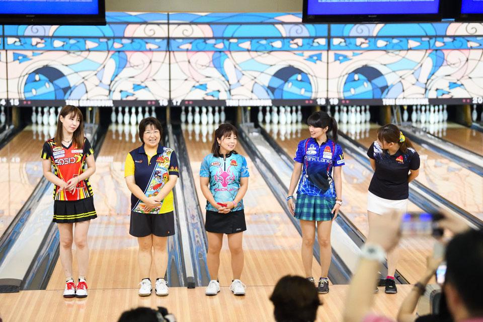 左から、酒井美佳プロ、林久美子プロ、吉田真由美プロ、名和秋プロ、星野恵梨プロ