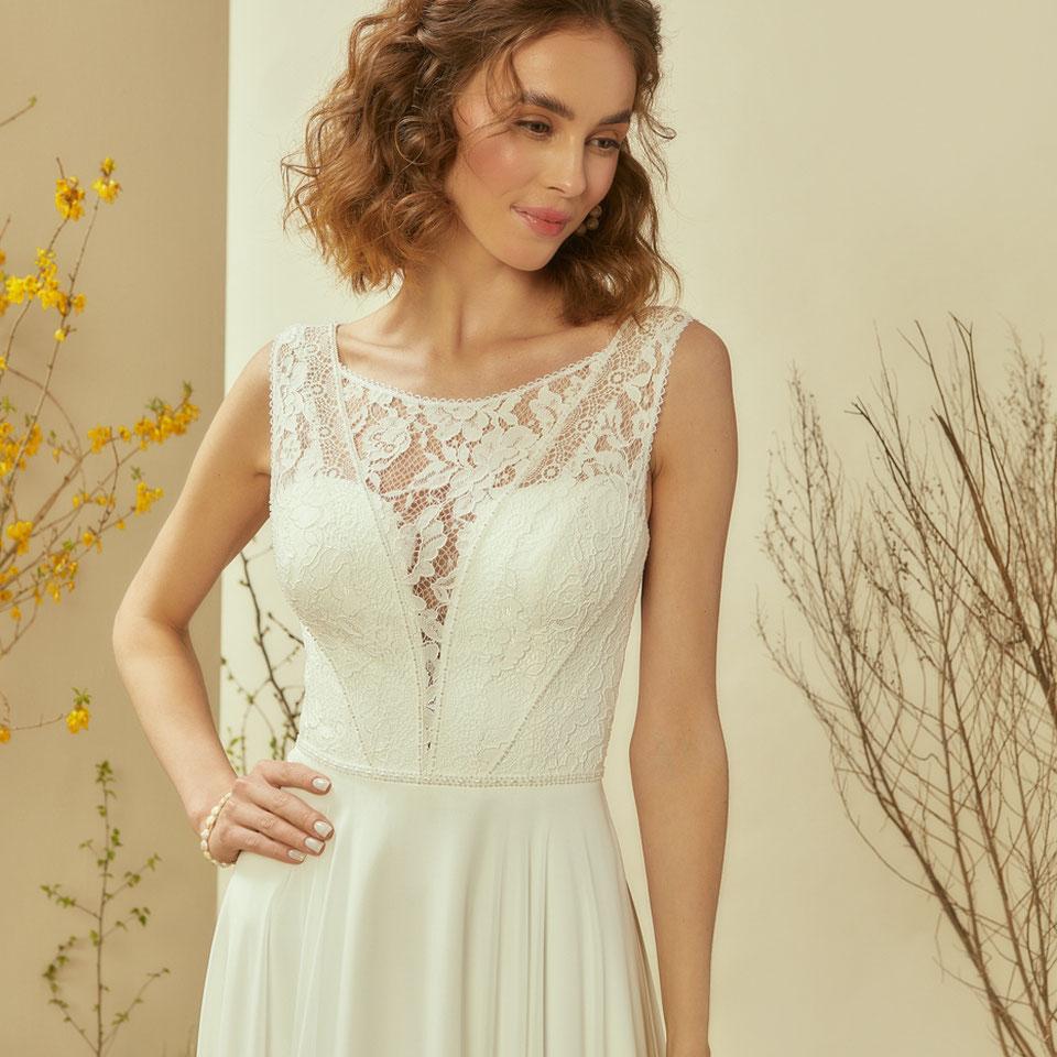 schlichtes Brautkleid ivory München myLovely Bridal Lounge Google Corsage hochgeschlossen