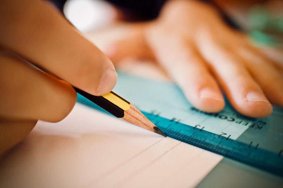 Aufmerksamkeit und Konzentration entwickeln sich durch somatisches Lernen der Feldenkrais-Methode vorteilhaft
