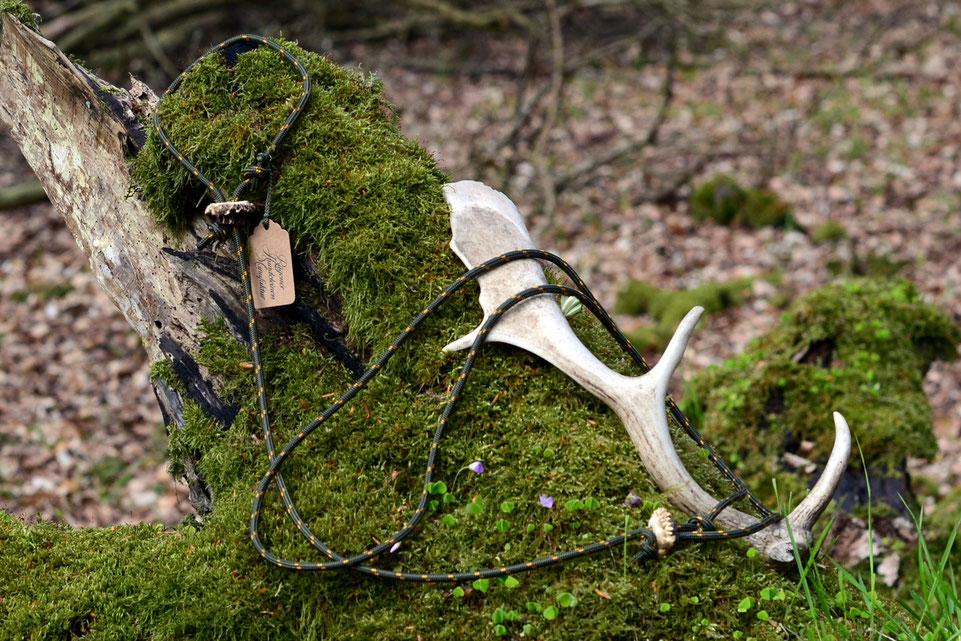 Lautlose Pirschleine in oliv mit echtem Hirschhorn