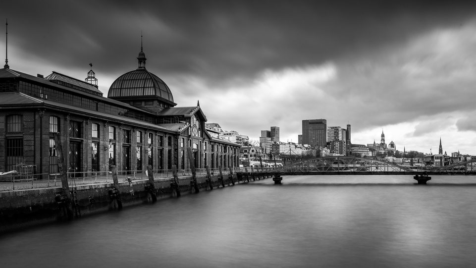 Fischauktionshalle Hamburg with dramatic clouds