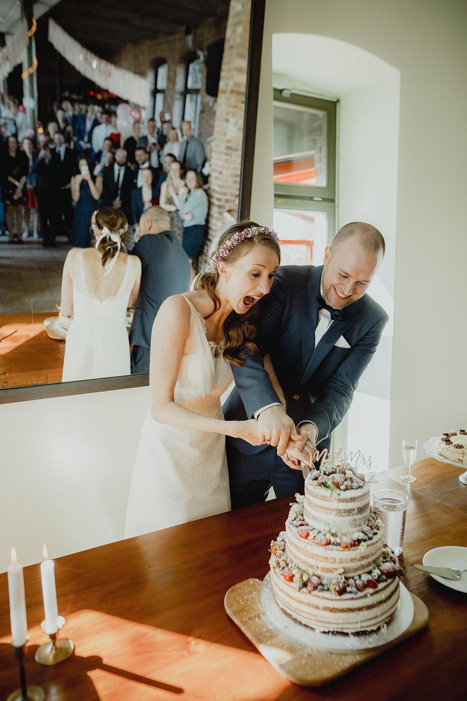 Hochzeitsort anschneiden