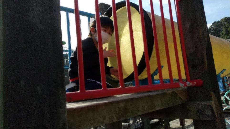 公園で遊ぶ次男の写真