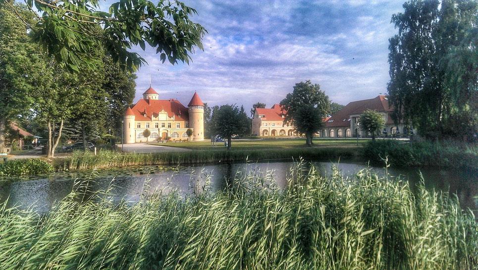 Das vollständig sanierte Schloss Stolpe im August 2015    - Foto:  ExperiArts Entertainment