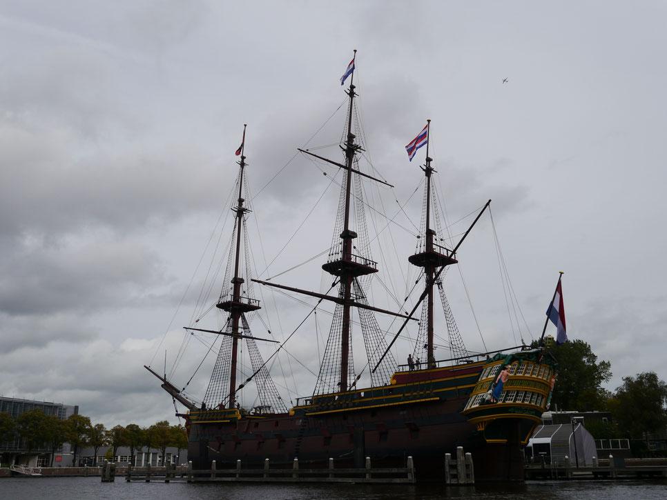 """Nachbau des Dreimasters """"Amsterdam"""" der Ostindienkompanie von 1749"""