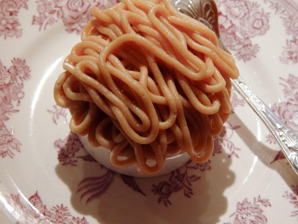 gâteau mont-blanc à la crème de marrons  モンブラン1 紙カップ仕立て