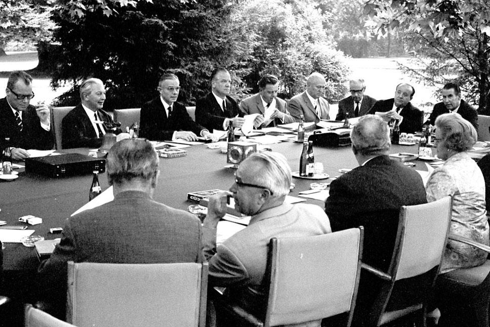 Kurt Georg Kiesingers Kabinett tagt gerne mal im Garten des Kanzleramtes (Foto: Bundesregierung/Reineke)