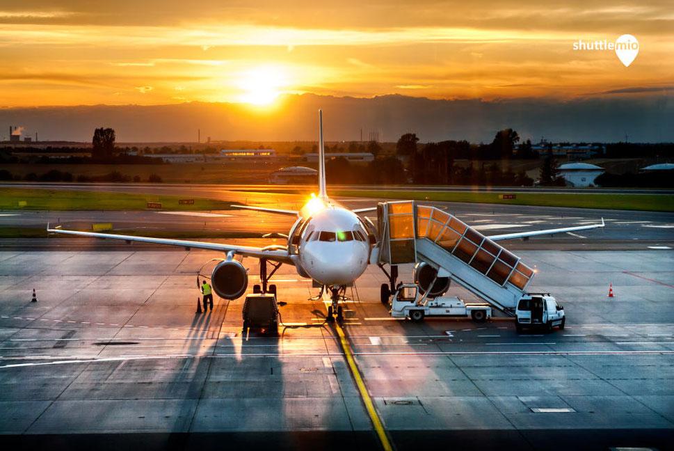 Shuttlemio ist ein Flughafen Pendelverkehr Dienstleister. Begriffe wie Flughafentransfer und Flughafenzubringer sind identisch.