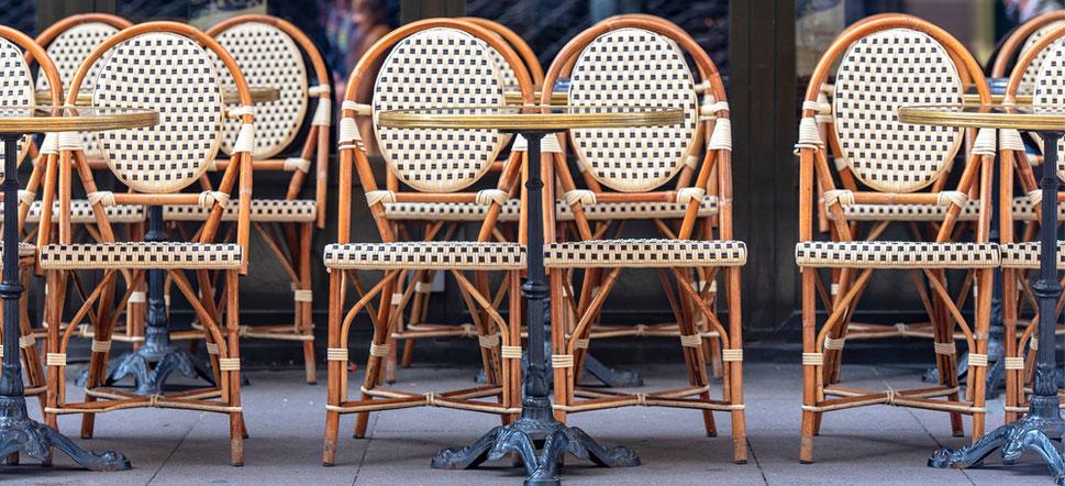 Tables de terrasse bistrot Adaptables finition marbre cerclage laiton