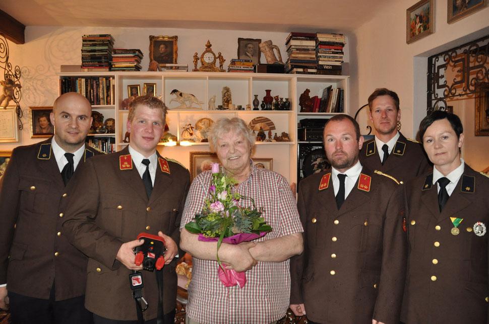 Die Feuerwehr Steinbach sagt Dankeschön für die großzügige Spende von Frau Erika Just. | Foto: Franz Kneißl