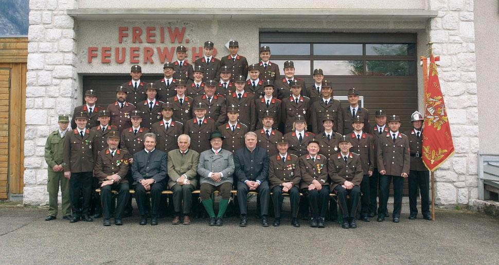 Gruppenbild zur Feier des 100-jährigen Jubiläums aus dem Jahr 2004