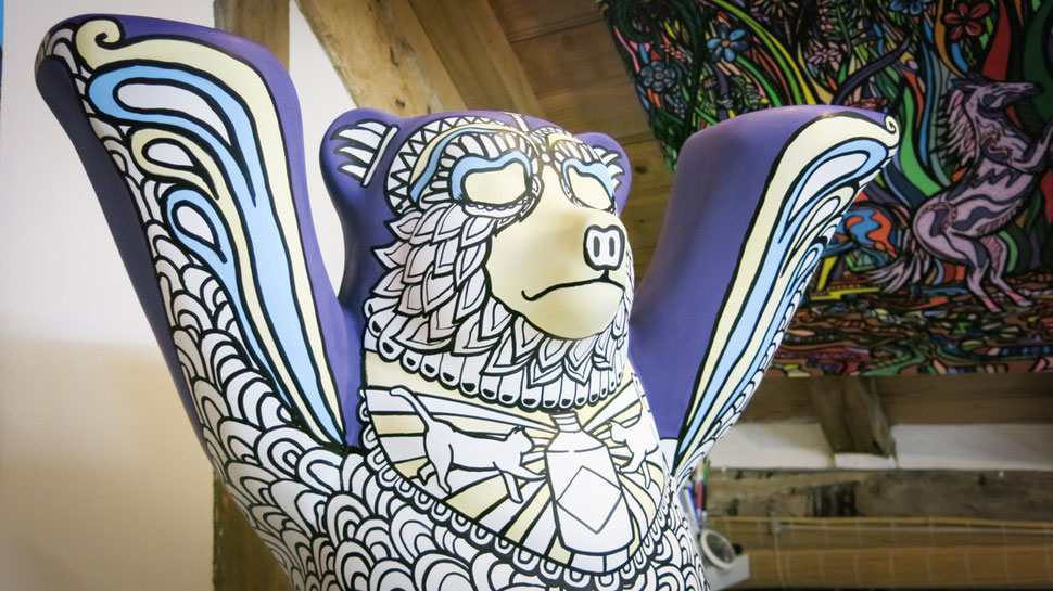 Custom art - bear sculpture to colour in