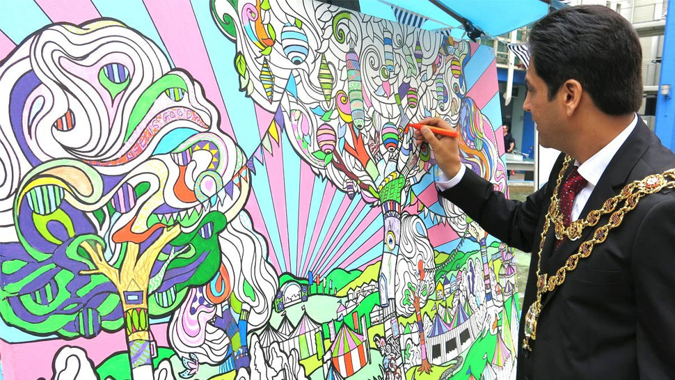 Birmingham Mayor contributes to this giant art mural