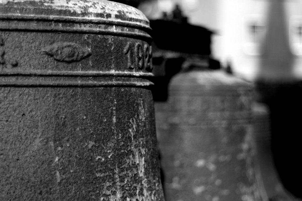 alte glocken im kirchgarten von albrechtshain