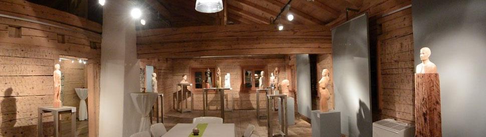 """Ausstellung """"Körper und Geist"""" in der """"Raiffeisen Galerie Augenblick"""" in Tannheim"""